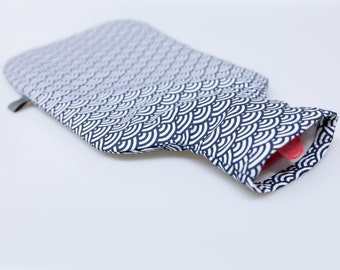 """Hot water bottle """"Waves"""", cover optinal incl. 2 liter hot water bottle made of rubber, stylized waves, dark blue and white"""