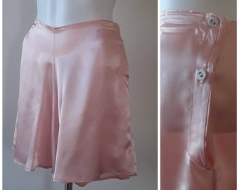 French Knickers - Vintage 1940s Coral Pink Silky Tap Pants - Elasticated at Waist - Button Side Closure - Womens Lingerie S/M