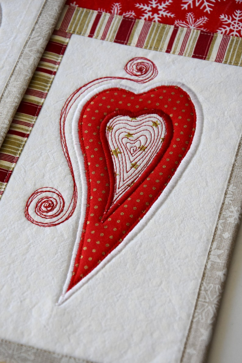 christmas placemats linens Kajura quilts quilting applique tree double hearts red