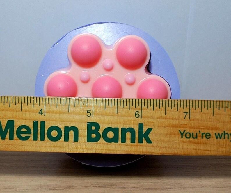 Hiuyi Lovely Penguin Custom Personalized Round Pill Box Pocket Wallet Travel Pill Vitamin Decorative Box Protector