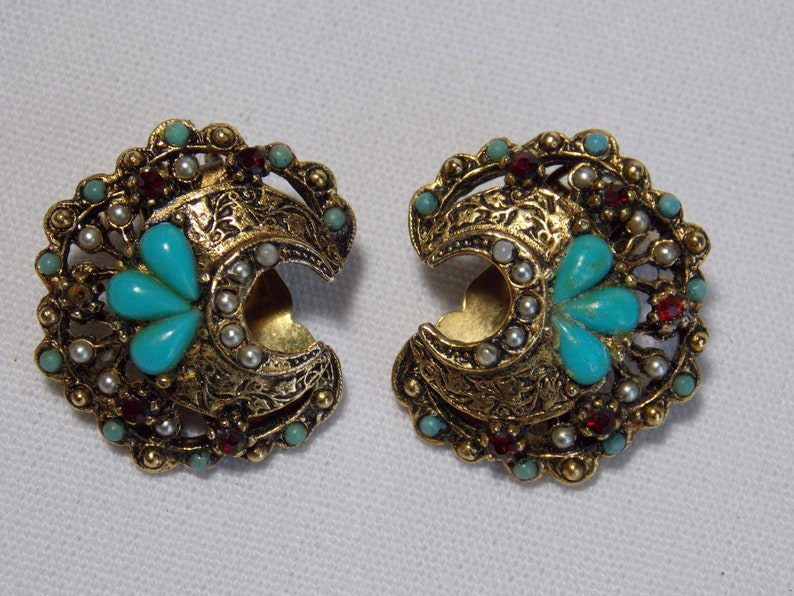 Seed Pearls and Red Rhinestones VG ART Vintage Filigree Pin and Earring Set with Turquoise
