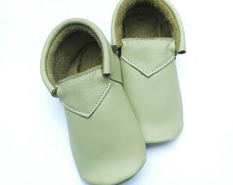 Spring Green Moccs - baby shoes - baby moccs - moccs - moccasins - crib shoes - leather moccs - toddler shoes - classic shoes - baby booties