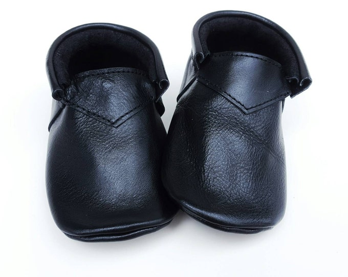 Black boho Loafers - baby shoes - baby moccs - moccs - moccasins - crib shoes - leather moccs - toddler shoes - classic shoes - baby booties