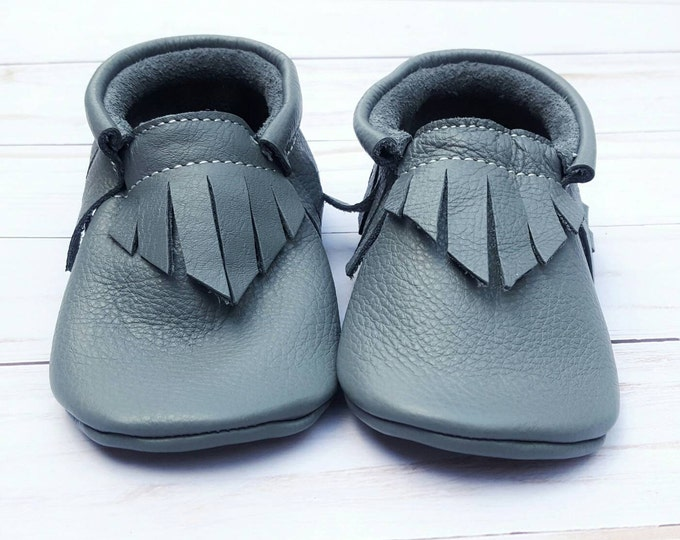 Baby Booties - Stone Gray Leather Moccs - baby moccs - moccasins - baby shoes - toddler shoes - leather baby shoes - fringe moccasins