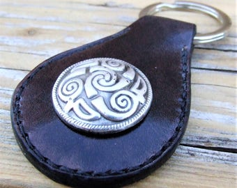 """Saddle conchos"" leather Keychain TRISKELL metal, hand stitched"