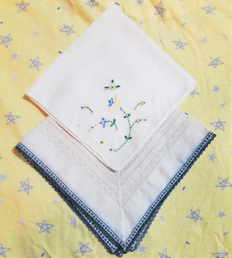 White Doilies Cottage Shabby Style Floral Hankerchief Embroidered /& Applique 2 Vintage Handkerchief Flowers Crochet Edge Lace Hankies