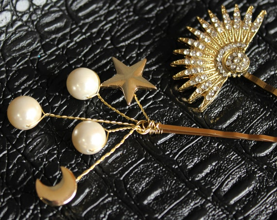 Gold Celestial Star moon hair pins 1920s Starburst hair piece Art Deco bobby pins Wedding Headpiece Celestial hair clip 20s Wedding Dress
