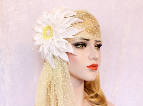 Swiss dot Wedding Veil Vintage style Juliet lace cap Dahlia Flower Headpiece Old Hollywood Bandeau Floral Veil for wedding dress