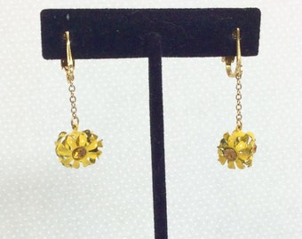 1960s Daisy Yellow Citrine 3D Dangle and Drop Clip-On Earrings