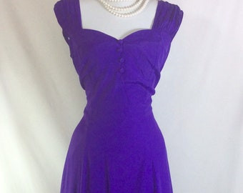 1980s Purple Pinup Bombshell Sweetheart Dress with Rouched Shoulders size M