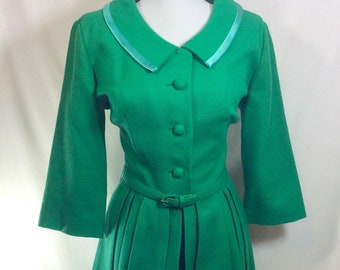1960s Green Wool Pleated Joan Dress with Satin Trim Collar and 3/4 Length Sleeves size S/M