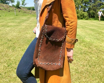 1940s Brown Suede Riveted Rectangular Leather Saddle Bag with Long Adjustable Strap and Turnkey Clasp