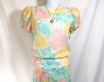 1980s Does 1940s Floral Day Dress with Fluttery Sleeves and Button-up Back size S