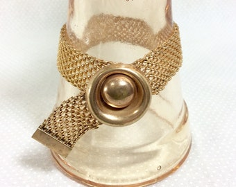 1940s Gold Mesh Ribbon Bracelet with Circular Dome and Snap Closure