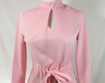 1960s Jackie Pastel Pink Long Sleeved Mini Dress with Cinch Waist and Keyhole Neckline size S