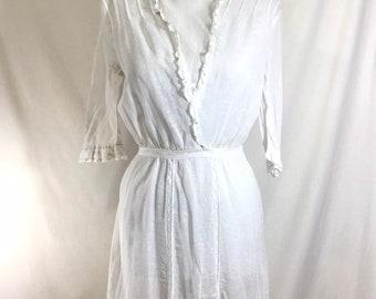 Early 1900s Romantic Edwardian Cotton Gauze Lace Dress with Handkerchief Hem size S
