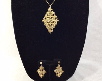 1970s Sarah Coventry Daisy Mesh Necklace and Chandelier Earring Set