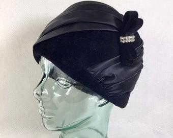 1940s G Howard Hodge Black Satin Turban Cloche with Rhinestone Bow WITH HAT BOX