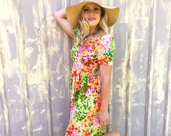 1960s Groovy Floral Short Sleeved V-neck Maxi Dress size S/M