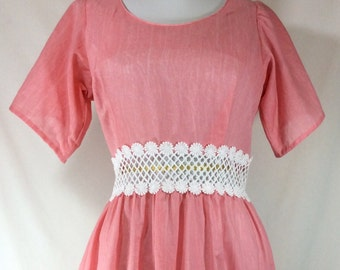 Womens Vintage Pink Short Sleeve Day Dress with White Daisy Trim and Cutouts size M