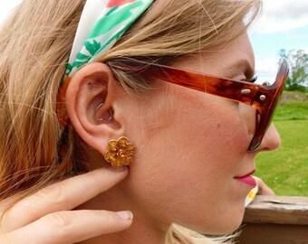1950s Citrine Rhinestone and Marigold Painted Enamel Screw-Back Daisy Earrings