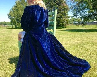 1930s Midnight Blue Velvet Floor Length Long Sleeved Robe size M