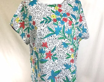 1980s Cotton Floral Short Sleeve Top with Shoulder Button Detail size L
