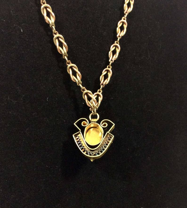 Vintage Art Nouveau Peach Carved Shell Cameo Pendant Necklace with Gold Filigree