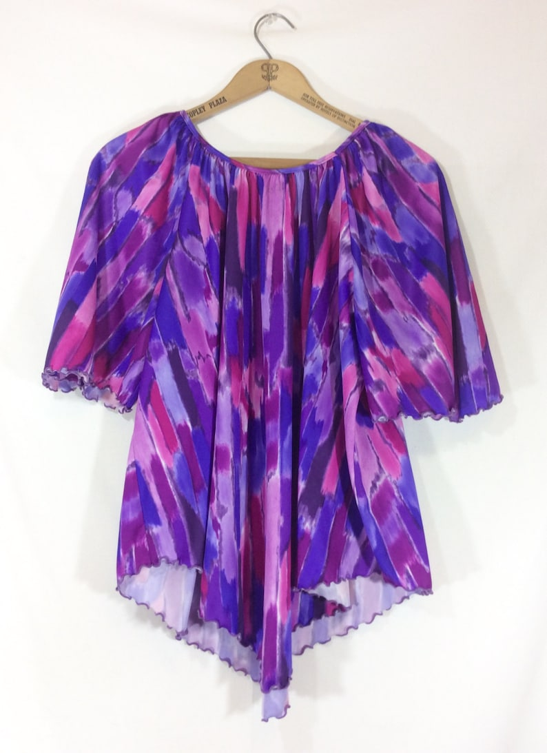 Womens Vintage Stretchy Purple Poly Short Sleeve Top with Asymmetrical Hem size ML