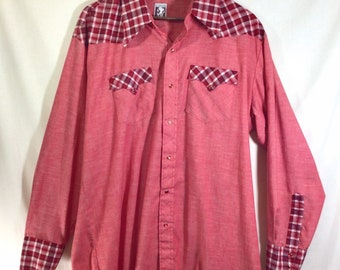 1970s Gingham Western Shirt with Red Pearl Snap Buttons size XL