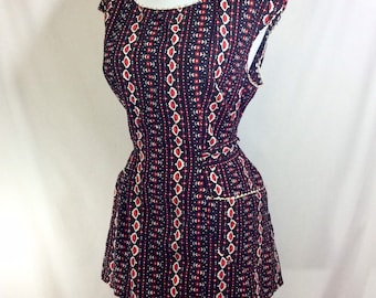 1950s Novelty Print Open-Back Smock Blouse with Pockets and Belted Waist size S-M