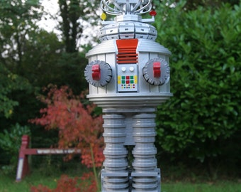 B9 Lost in Space Robot Model Kit (Large)