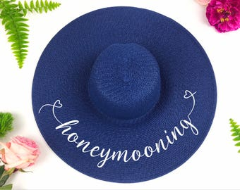 Honeymoon hat - Personalized floppy hat - Personalized sun hat - Floppy hat- Floppy beach hat- Honeymoon hat - Bride gift - just married hat