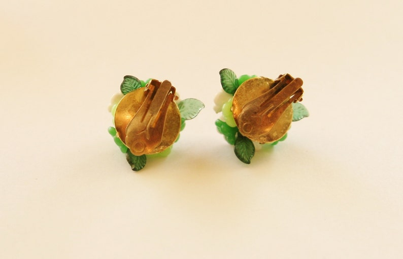 Vintage 60/'s Green Flower Ball Clip On Earrings  Retro Ladies Earrings  Quirky Kitsch Accessories  Vintage Gift Idea  Hippy Boho