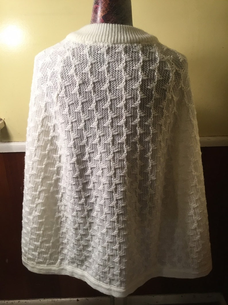 Excellent Shape Gorgeous 1960s Womens Acrylic Poncho Nice Bright White Just Beautiful FallWinter Perfection!