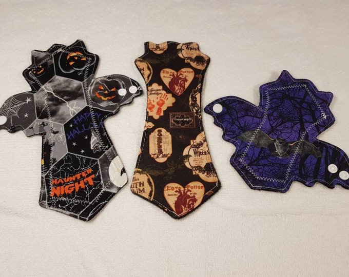 """6.5"""" Liner, 9.75"""" pad, Wingless liner,Halloween themed - BAT shape - Reusable Menstrual Pads - Incontinence Pads, Zero Waste, Ecofriendly"""