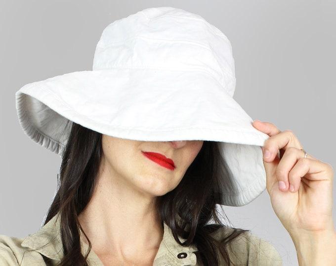 White Bucket Hat Vintage
