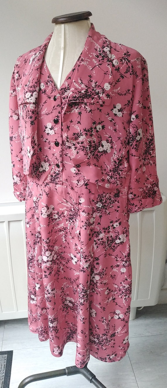 Vintage 30s Salmon Pink Floral Tea-Dress with Cape