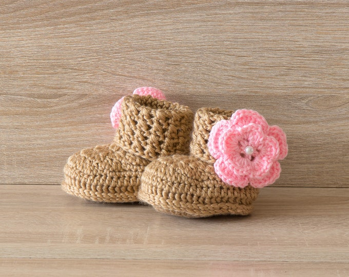 Baby girl flower booties - Gold and pink flower shoes - Baby girl gift - Newborn girl boots- Crochet baby booties - Preemie girl booties