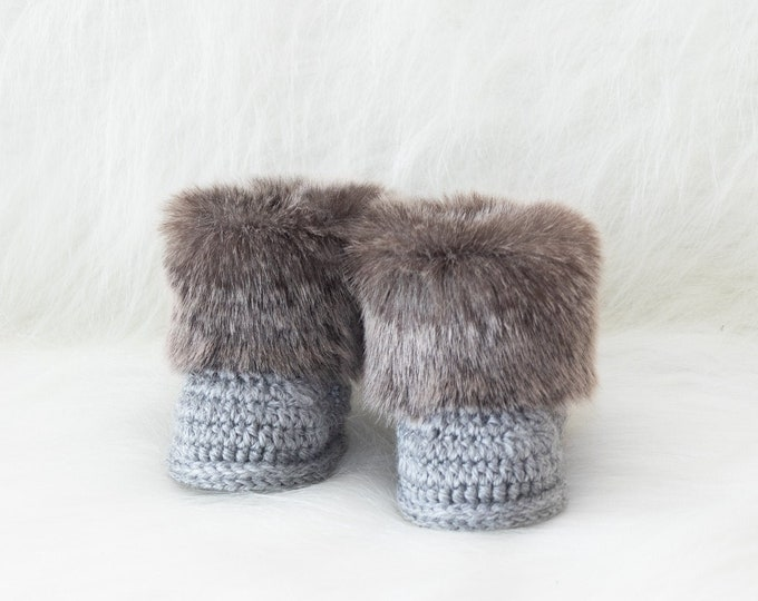 Gender neutral Baby winter boots - Preemie booties - Faux Fur Newborn Booties - Gray UGG style boots- Crochet Baby Boy Booties- Infant shoes