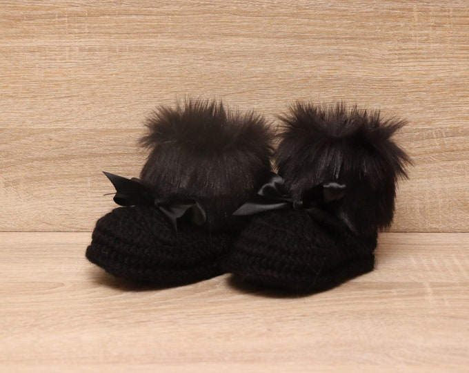 Black Baby Booties with bows - Fur booties - Faux fur boots - Crochet baby boots - Baby winter boots - Black booties - Newborn shoes