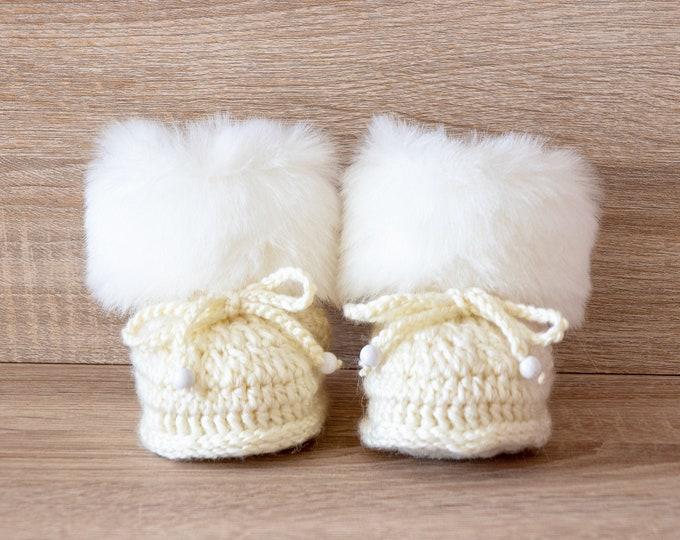 Beige baby booties, Gender neutral baby booties, Crochet baby Booties, Newborn shoes, Baby winter Boots, Baby slippers, Baby gift, Baby Uggs
