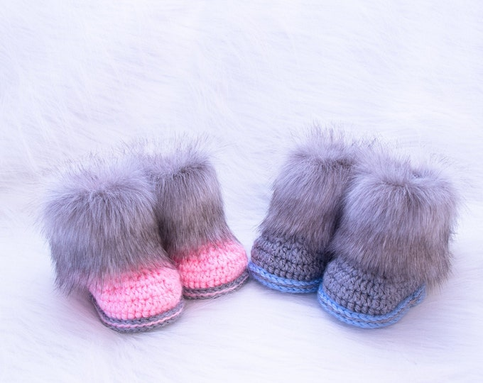 Booties for twins, Boy and girl booties, Newborn booties, Twins announcement, Gift for twins, preemie twin boots, Fur booties, Matching Twin