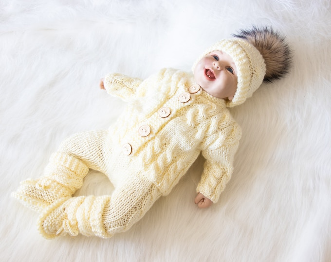 0-3 m Baby coming home outfit, Cream baby outfit, Gender neutral outfit, Newborn take home outfit, Hand Knitted winter outfit, Ready to ship