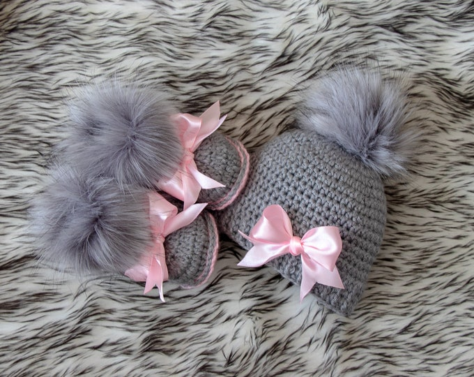 Baby girl pom pom hat and fur booties with bows - Gray and pink set - Newborn Girl gift- Baby girl winter clothes - Preemie girl clothes