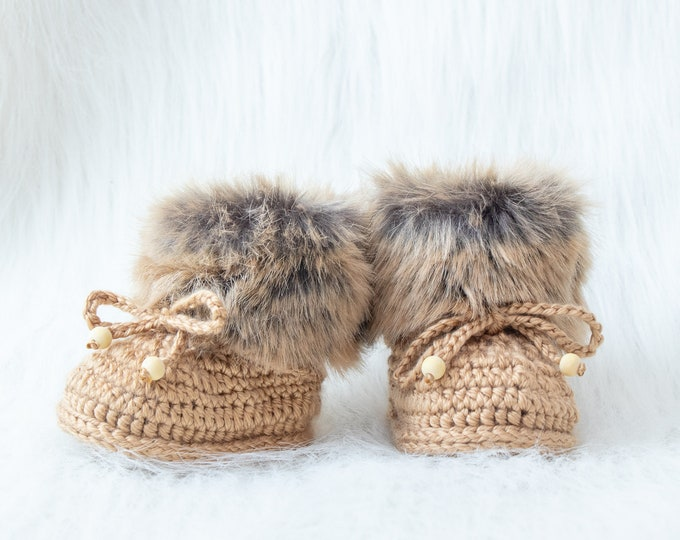Gender neutral baby shoes, Crochet fur Booties, Newborn shoes, Baby winter Boots, Gold baby booties, Baby slippers, Baby gift, Baby Uggs