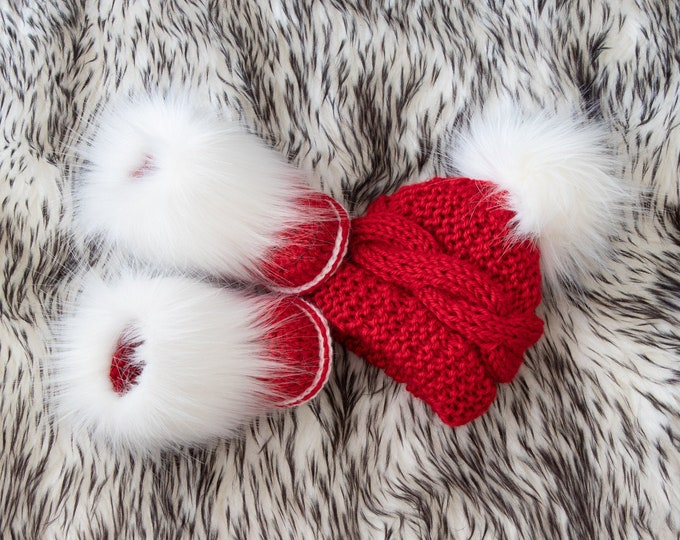 Christmas hat and booties set, Baby Christmas gift, Santa booties, Hand knitted hat, Fur booties, Crochet baby Booties, Christmas photo prop