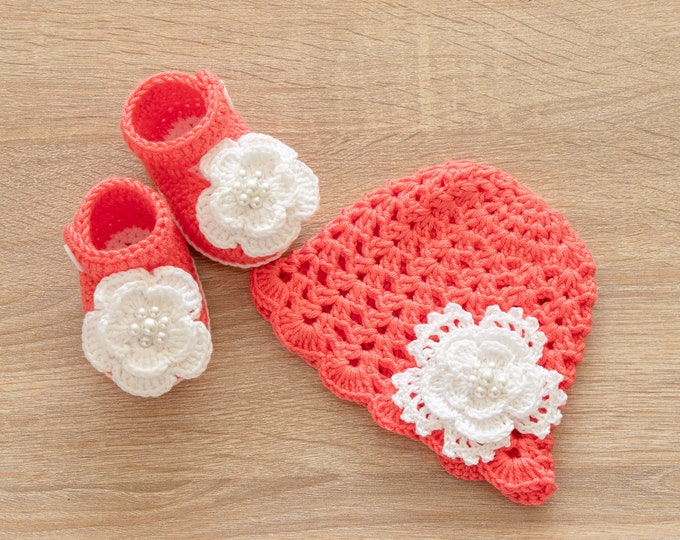 Baby girl Hat and shoes with flowers - Crochet Baby girl Set - Baby Girl Photo Prop- Crochet baby hat- Baby girl shoes- Newborn girl clothes