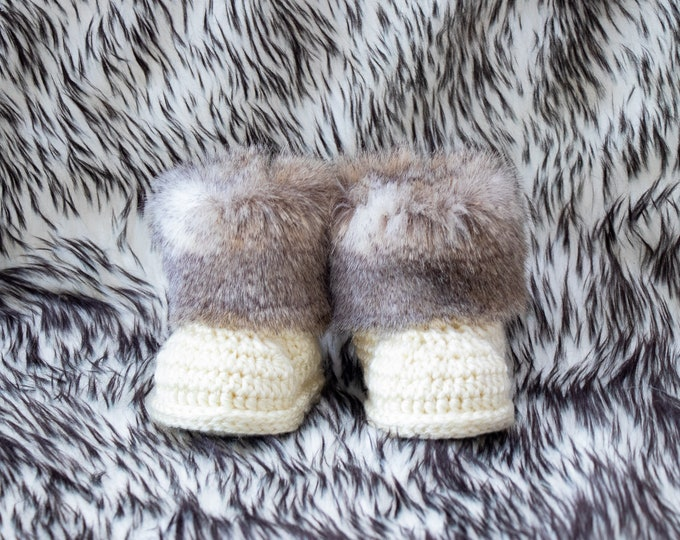 Gender neutral baby booties, Unisex baby shoes, Faux fur booties, Crochet baby booties, Newborn booties, Pregnancy Announcement, Infant shoe