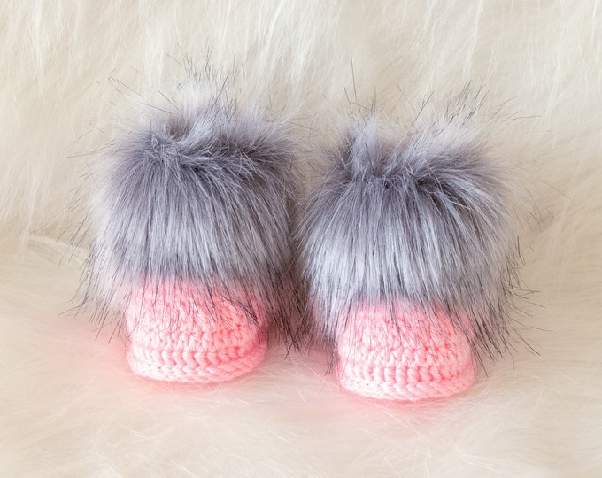 Gray and pink booties, Faux fur booties, Crochet Booties, Baby girl shoes, Baby girl gift, Newborn shoes, Pink booties, Preemie girl booties